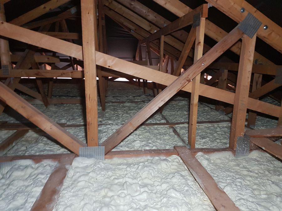 Izolace Icynene na stropu bungalovu v Klatovech